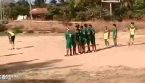 Photo of فيديو: لأول مرة في التاريخ ركلة حرة بالكعب