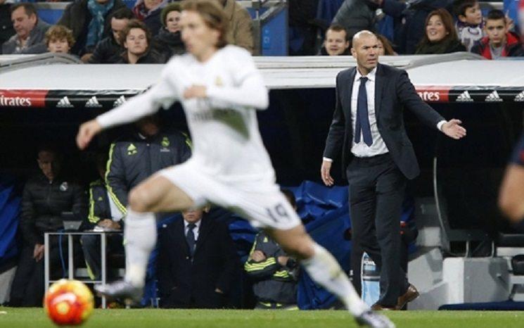 zidane 2 - زيدان يقود ريال مدريد لإكتساح ديبورتيفو