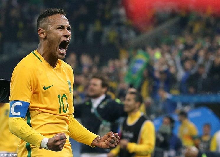 مدرب البرازيل يعلق على استفزاز لاعبي كولومبيا لنيمار