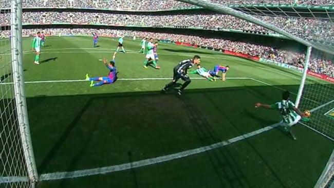 14856943563436 - فيديو: أهداف مباراة ريال بيتيس 1-1 برشلونة