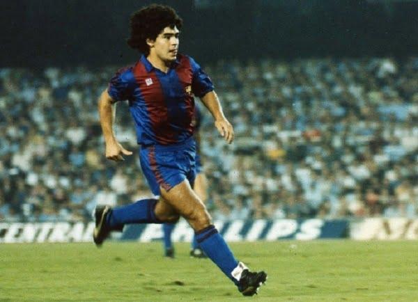 صورة مارادونا يعترف بإرتكابة أسوأ خطأ في حياتة عندما كان في برشلونة