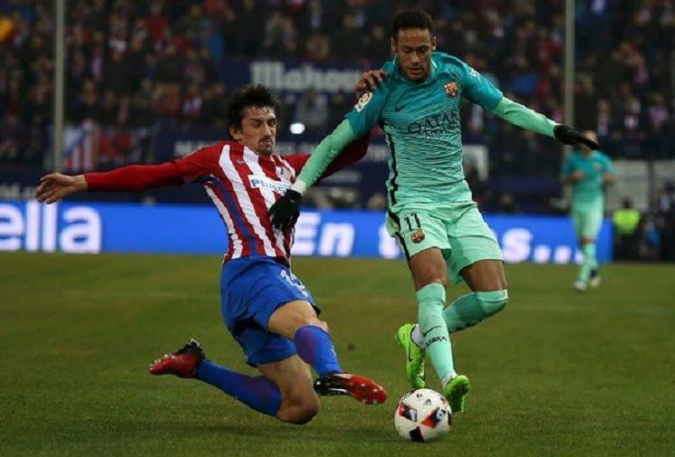 Photo of الحقيقة وراء الأحذية التي يرتديها المنافسون لبرشلونة !