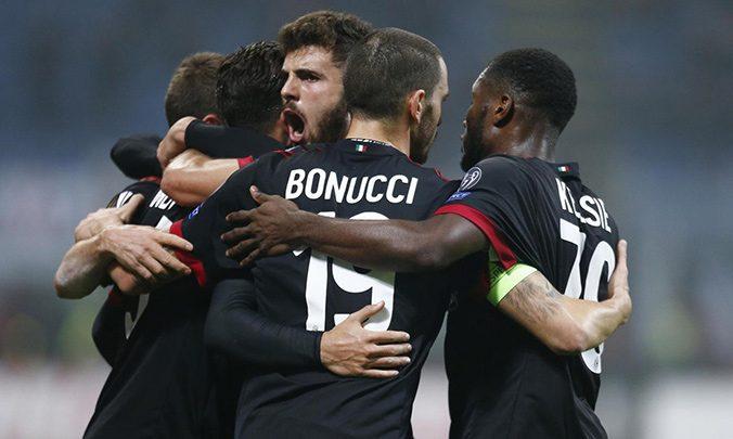 بونوتشي مع لاعبي ميلان