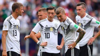 اوزيل مع لاعبي المانيا