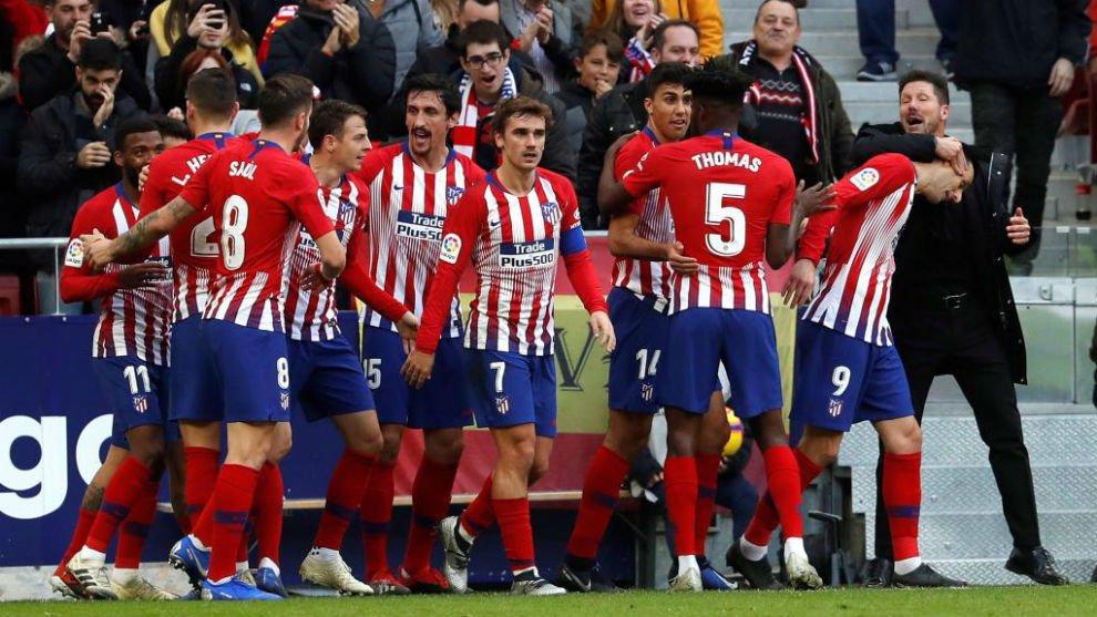 أتلتيكو مدريد يحاول حماية لاعبه من بايرن ميونيخ - بالجول
