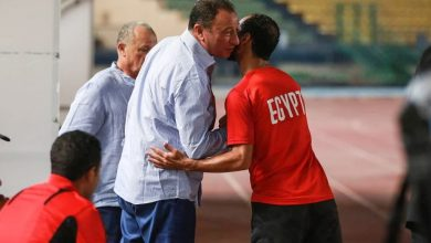 الخطيب يؤازر منتخب مصر قبل مواجهة زيمبابوي (صور)