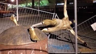 إسقاط تمثال إبراهيموفيتش في السويد