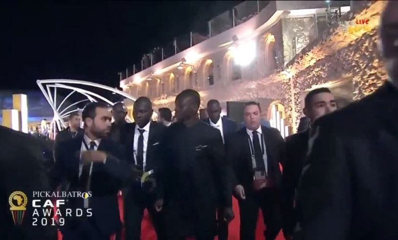 Photo of لحظة وصول ماني لحفل جوائز الأفضل في أفريقيا