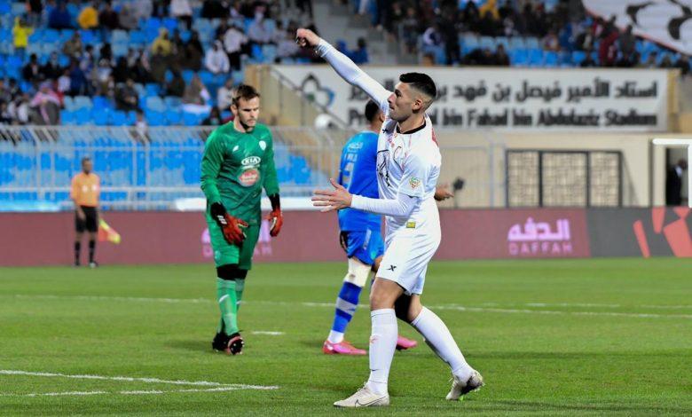 صورة الدوري السعودي | الشباب يقلب تأخره على الفتح بثنائية مقابل هدف