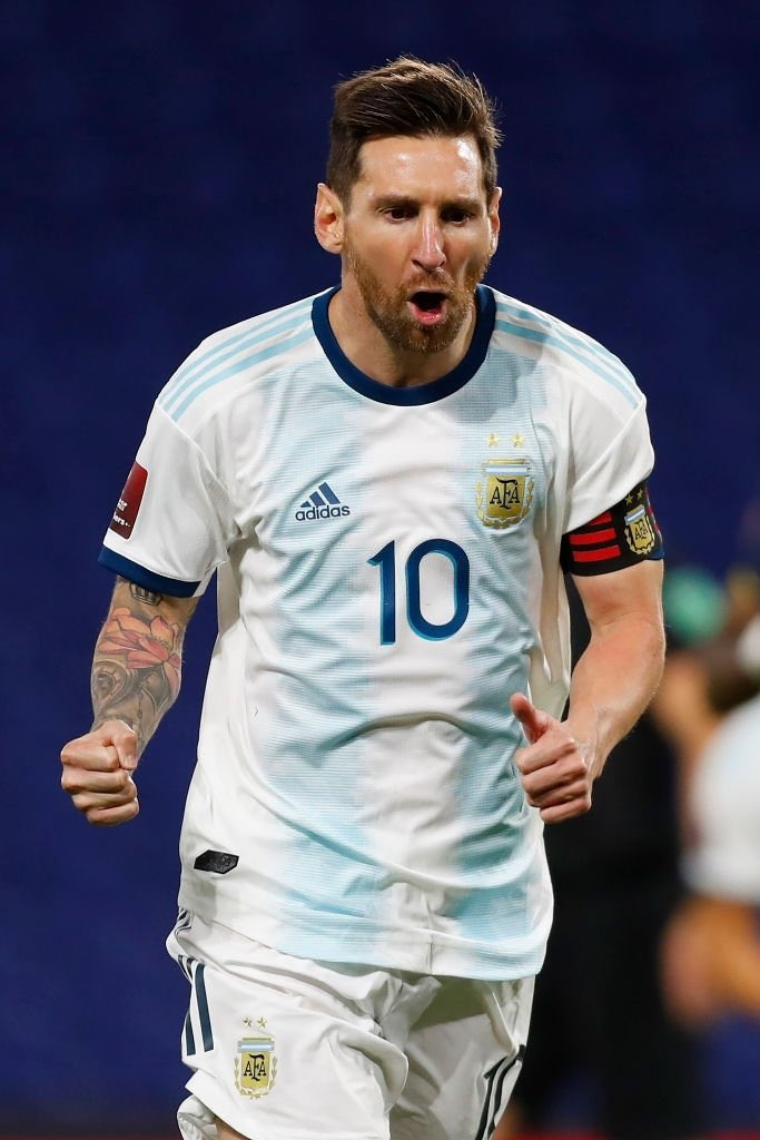 صور ميسي خلال مباراة الارجنتين والاكوادور في تصفيات كأس ...