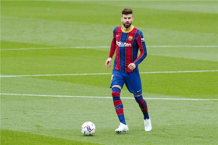 بيكيه لاعب برشلونة