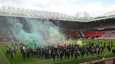 مشجعو مانشستر يونايتد يقتحموا الأولد ترافورد