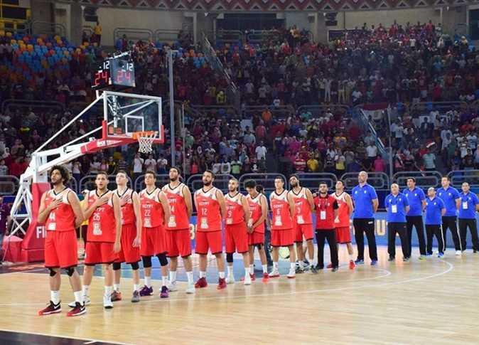 عدد اللاعبين في كرة السلة